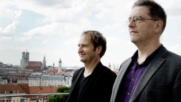 Farbiges Porträt von Manos Tsangaris und Daniel Ott.