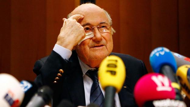 Farbige Portätaufnahme von Sepp Blatter.