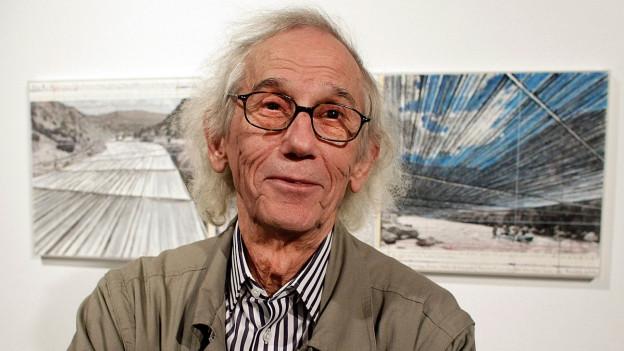Farbige Porträtaufnahme von Christo.