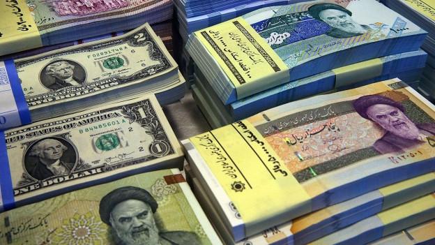 Iranische und amerikanische Geldnoten (Symbolbild)