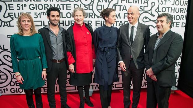 Gruppenbild mit drei Frauen und drei Männern.