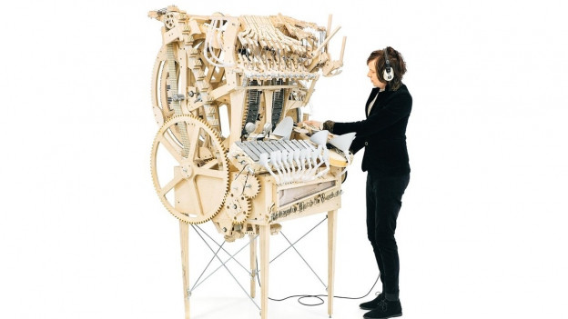 Martin Molin und seine Murmelmaschine.