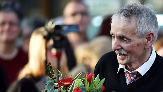Sichtlich überrascht und erfreut: Guntram Vesper erhält den Leipziger Buchpreis, 17. März 2016.