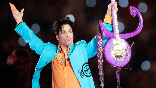 Der verstorbene Musiker Prince während eines Konzerts.
