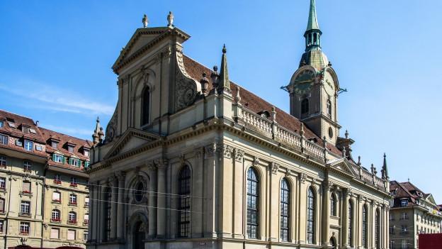 Die Heiliggeistkirche am Berner Bahnhofsplatz