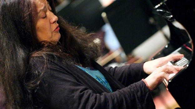 Pianistin Martha Argerich während eins Konzertes.