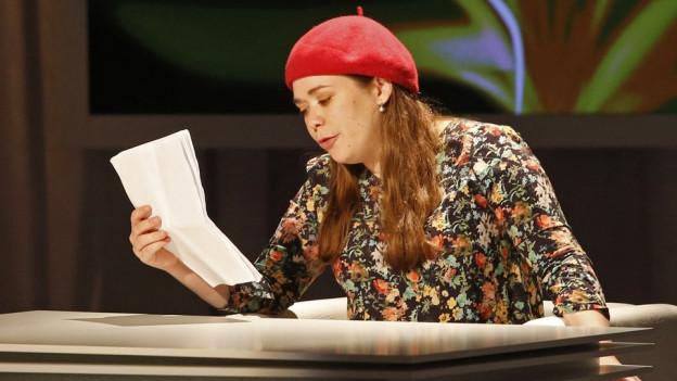 Stefanie Sargnagel am Lesen in Klagenfurt.