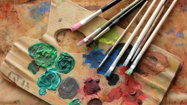 Farben und Pinsel