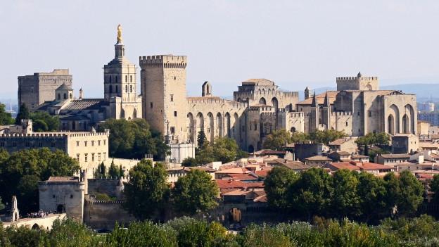 Symbolbild: Der Papstpalast in Avignon bildet die Kulisse und Bühne des Theaterfestivals.