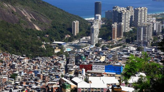 Blick über die Favelas in Rio de Janeiro.