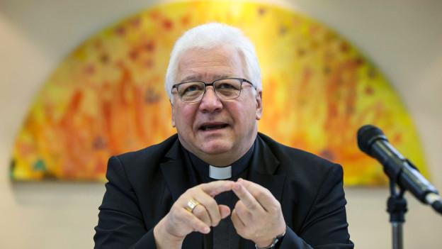 Markus Buechel, Präsident der Schweizerischen Bischofskonferenz, schweigt zum möglichen Burkaverbot.