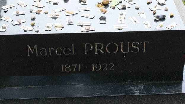 Marcel Prousts Grab auf dem bekannten Friedhof Père Lachaise in Paris.