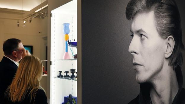 Die Kunstsammlung von David Bowie sind momentan im Auktionshaus Sotheby's zu besichtigen.