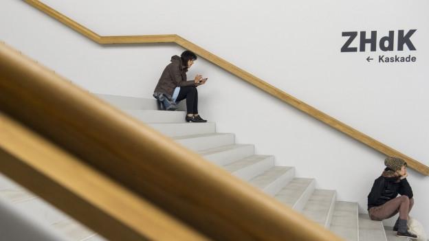 Kunst und Wissenschaft – Wie lassen sich diese beiden Diszipline vereinbaren? Ein Beispiel dafür ist die Zürcher Hochschule der Künste.