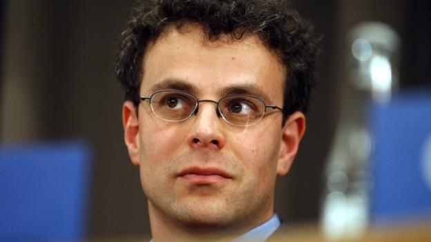 Laurent Goetschel, Direktor der Schweizerischen Friedensstiftung, wirft einen Blick ins Feuilleton.