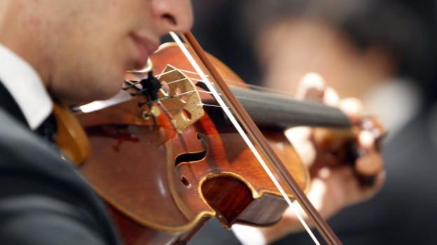 Symbolbild: Nahaufnahme einer Geige.