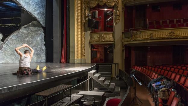 Aktuell auf der Bühne: Junges Theater zum Thema Schweiz.