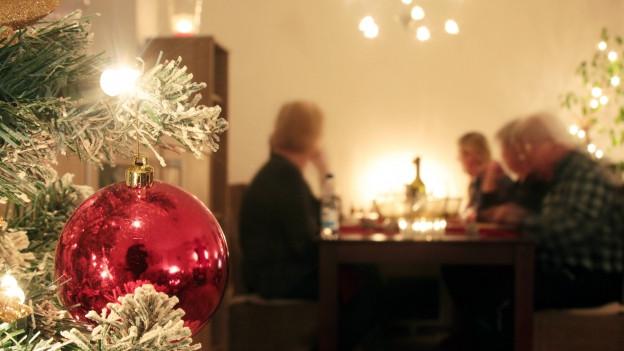 Familientreffen unter dem Weihnachtsbaum bergen viel Konfliktstoff.