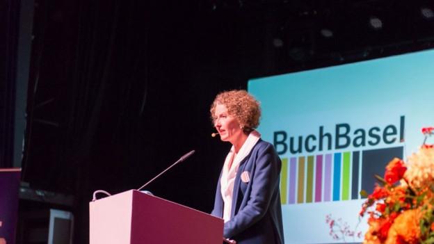 Katrin Eckert spricht an der Buch Basel.