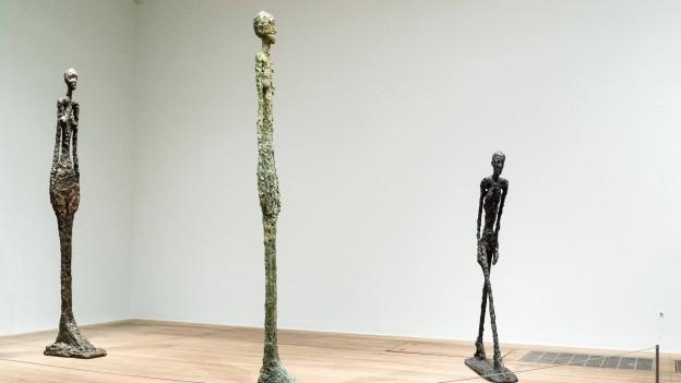 Skulpturen von Alberto Giacometti im Londoner Tate Modern