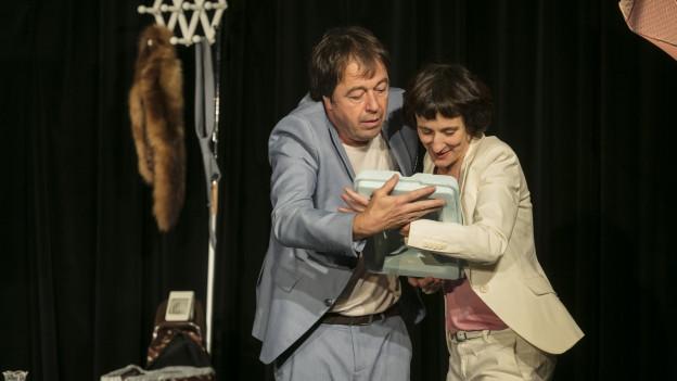 Nora Vonder Mühll und Stefan Colombo im Stück «Knapp e Familie».