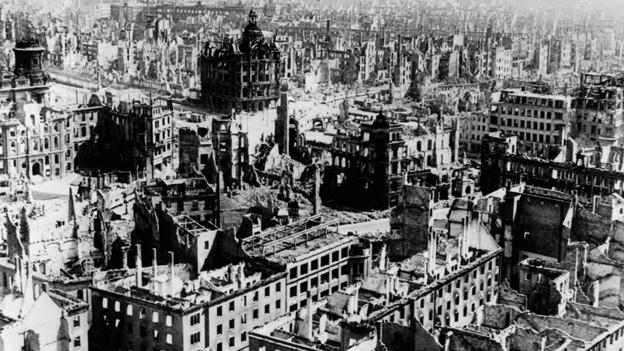 Die bei den Angriffen im Februar 1945 zerstörte Stadt Dresden