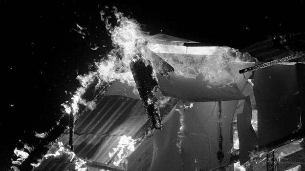 Symbolbild: Brennendes Dach.