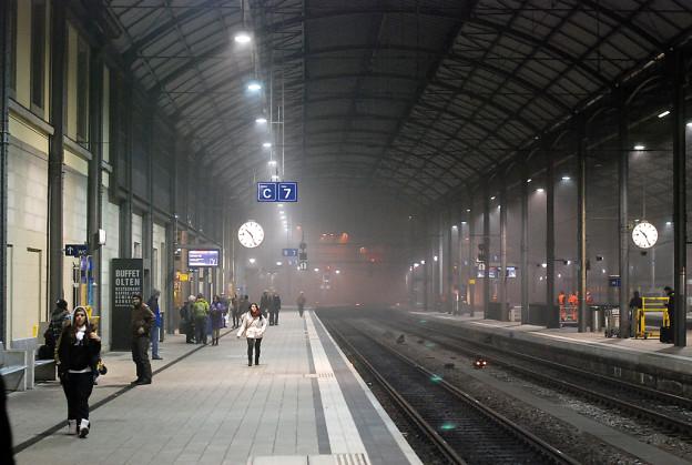 Blick auf den Bahnhof Olten im Nebel