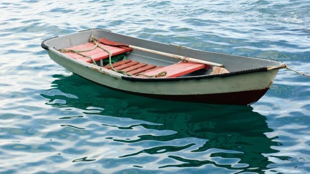 Bild eines unbemannten Rettungsbootes.
