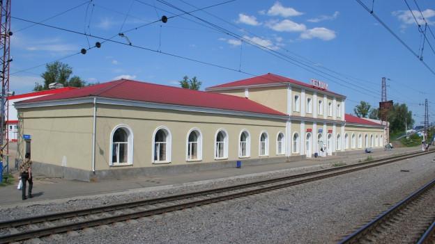 Bahnhofsgebäude in Petuschki, Russland.