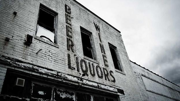 Ein verlassenes, zerfallendes Gebäude