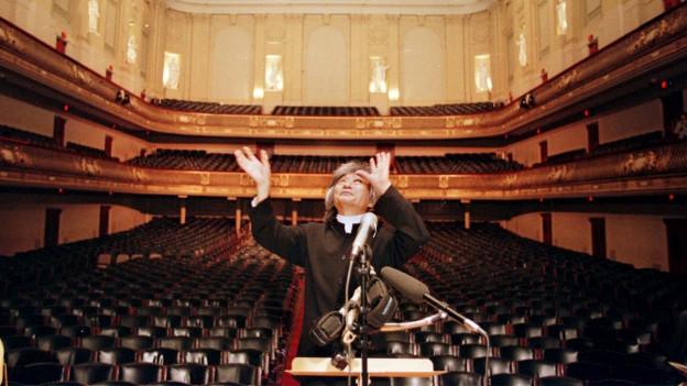 Der ehemalige Dirigent des Boston Symphony Orchestra, Seiji Ozawa, spricht über Akustik und Architektur der Symphony Hall in Boston.000,
