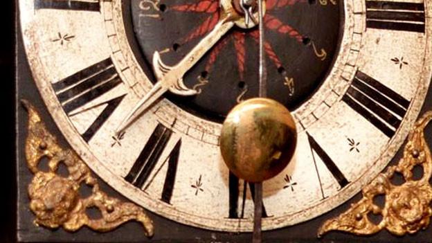 Ausschnitt eines Ziffernblatts einer Uhr aus der Region Wichtrach.