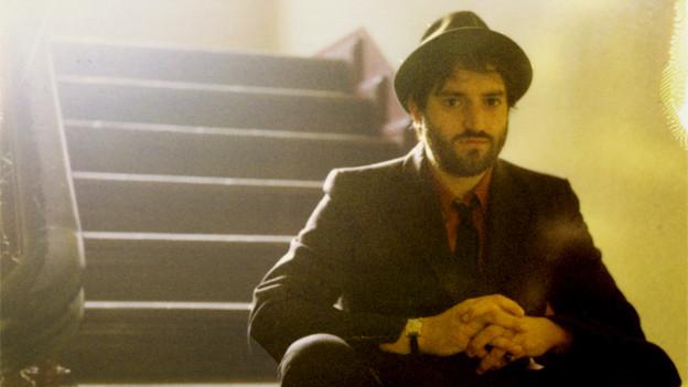 Der amerikanische Musiker Daniel Kahn macht eine Mischung aus radikalen jiddischen Songs, politischem Kabarett und Punk.