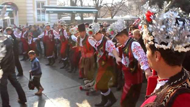 Koledari in Yambol (Bulgarien, Weihnachten 2012). Screenshot eines Videos von GreenTeam Bulgaria.