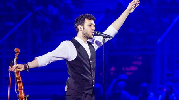 Das Pfeifen als fixer Bestandteil neben dem Singen und Geige spielen: Sebalter am Eurovision Song Contest in Kopenhagen, Mai 2014.
