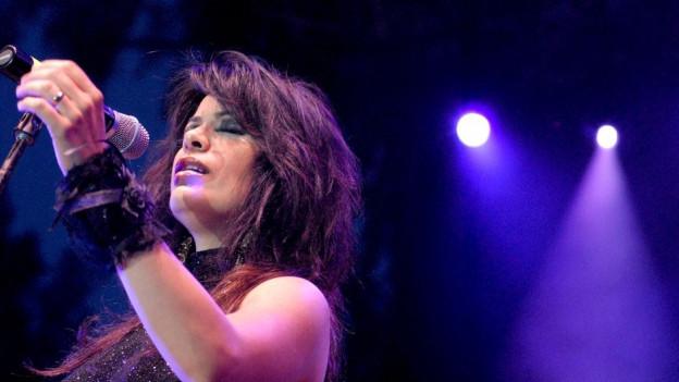 Die israelische Sängerin Yasmine Levy bei einem Konzert.