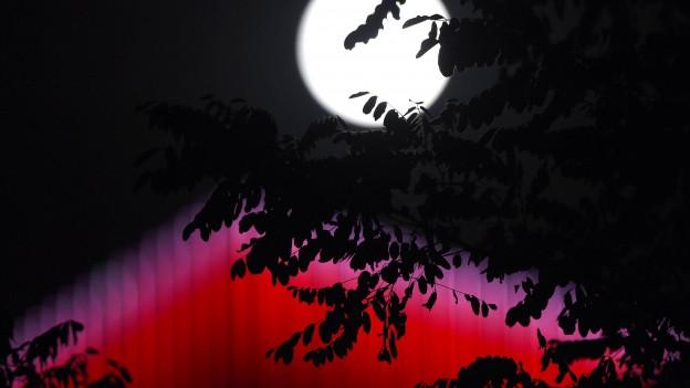 Der Mond über Shenyang, China, während dem Mondfest.