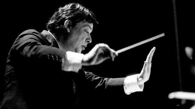 Bruno Maderna dirigiert.