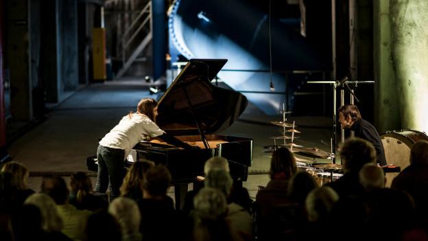 Pianistin Vera Kappeler und der Perkussionist Peter Conradin.