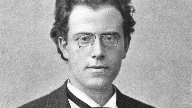 Was die Leute an Mahler lieben: Tieftraurige Melodien, schmissiges Blech, ironische Bruchlandungen, Lärm und Stille.