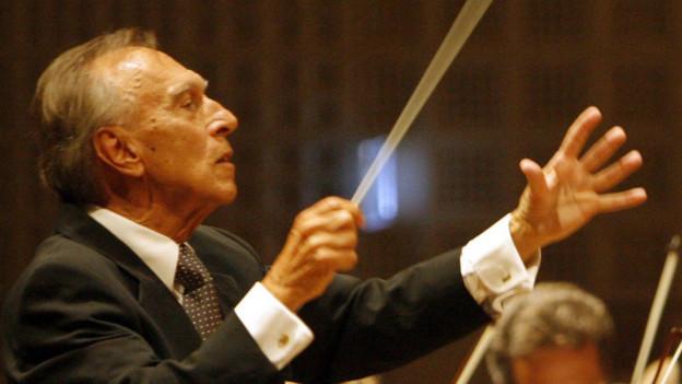 Claudio Abbado leitet das Orchestra Mozart.