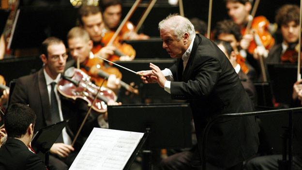 Daniel Barenboim dirigiert das West-Eastern Orchestra