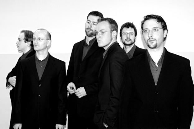 Die sechs Sänger des Ensembles Cinquencento im Porträt.