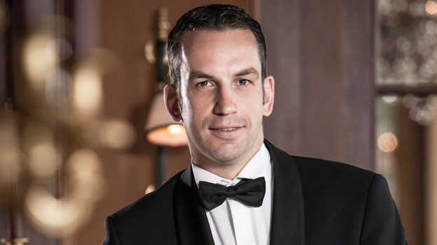 Der Barkeeper Thomas Huhn im Bild.
