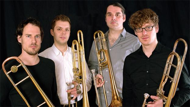 Vier junge Männer mit Posaunen