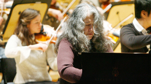 Martha Argerich am Klavier.