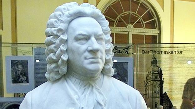 Weissse Büste von Johann Sebastian Bach.