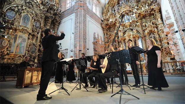 Orchester in einer Kirche