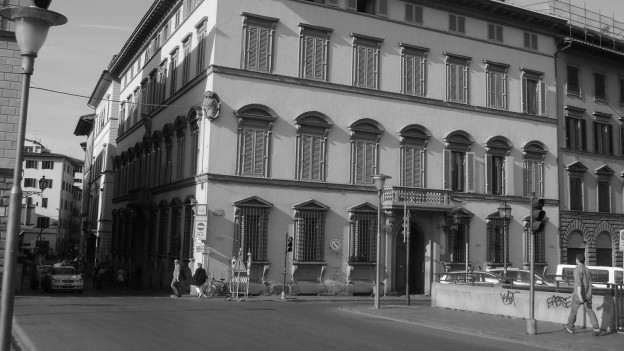 Ein Bild des Palazzo Bardi, eines bürgerlichen Gebäudes in Florenz.